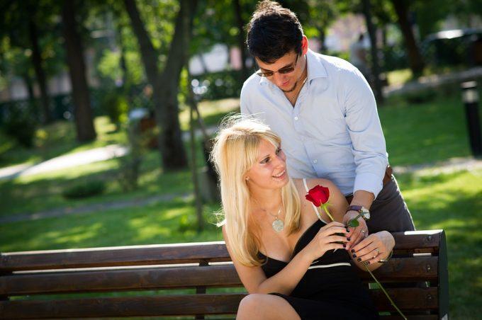 COMMENT ETRE ROMANTIQUE AVEC LES FEMMES