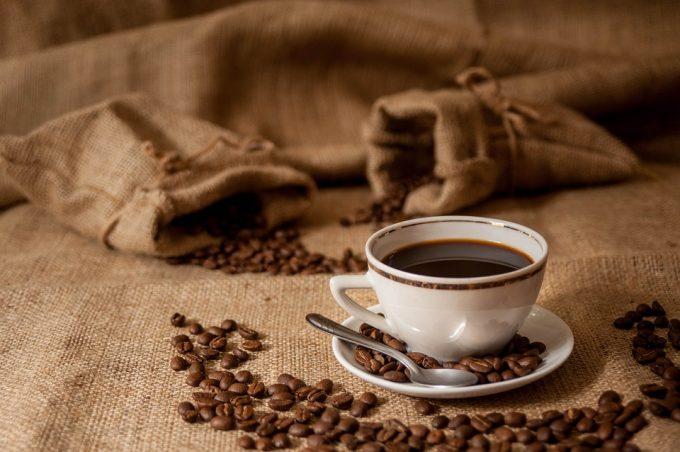 Boire du café fait vivre plus longtemps