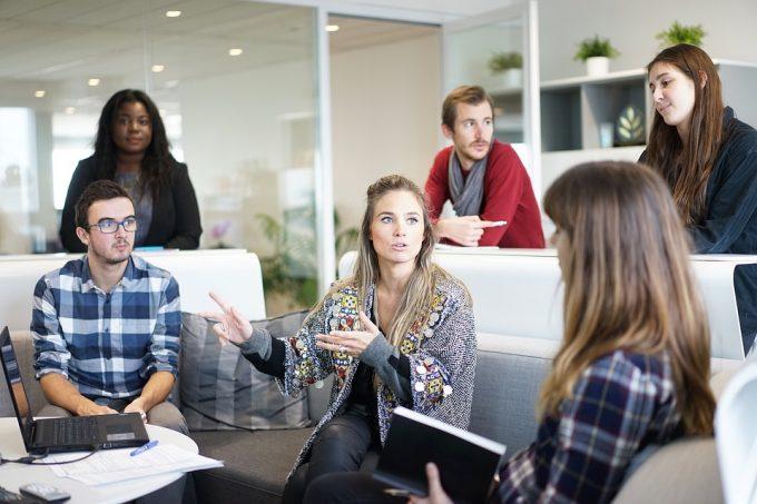 Comment draguer au travail et séduire une collègue