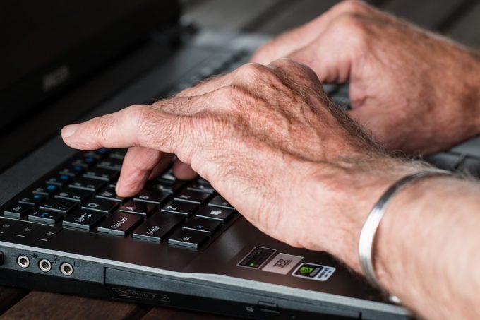 Conseils de drague sur internet pour les plus de 50 ans