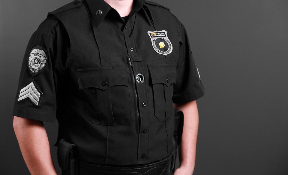 FANTASME FEMININ DU POLICIER