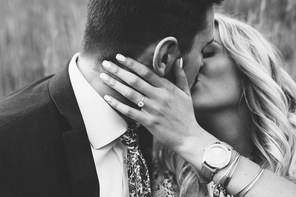 affection physique dans le couple